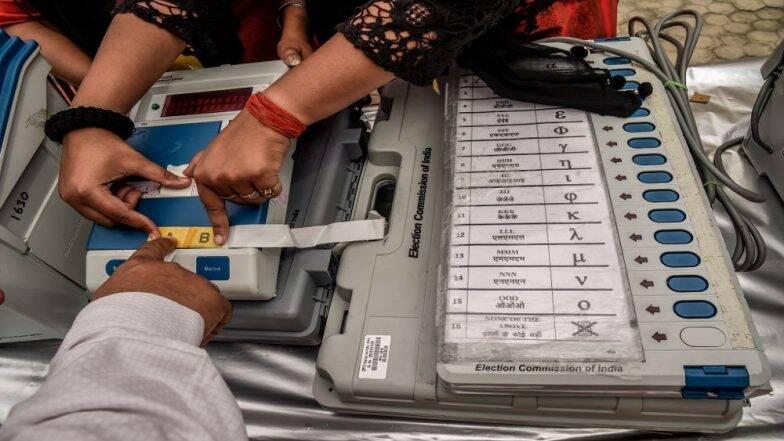 LOK SABHA ELECTIONS 2019: ইভিএম লুঠের ভিডিও ভাইরাল সোশ্যাল মিডিয়ায়, উত্তর প্রদেশ  ও বিহারে স্ট্রং রুমের সামনে বিক্ষোভ, লাঠিচার্জ পুলিসের