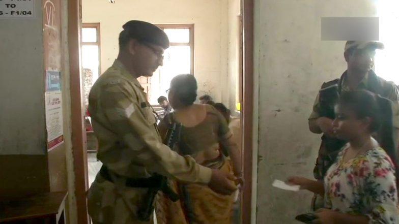 Lok Sabha Elections 2019: কাল গণনা, তার আগে আজ কলকাতায় চলছে ভোট!