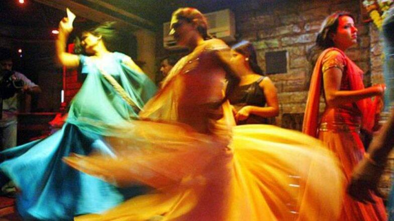 Bar Dancer'Stripped': কাস্টমারদের সঙ্গে যৌনতায় রাজি না হওয়ায় বার ড্যান্সারকে নগ্ন করে পেটালো চার মহিলা সহকর্মী