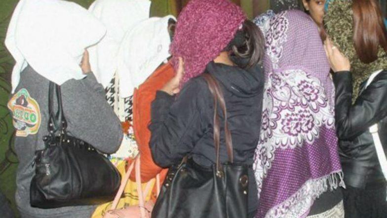 Sex Racket Busted in Kolkata : শহরের শোভা গড়িয়াহাটে হাইপ্রোফাইল মধুচক্রে হানা পুলিশের, আপত্তিকর অবস্থায় ধৃত ১০