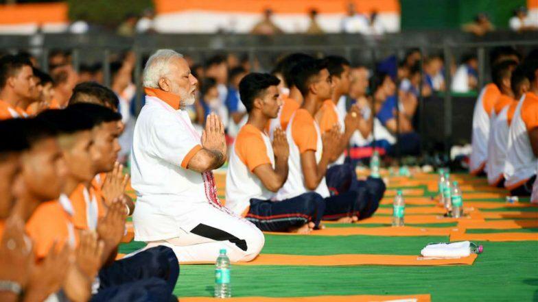 International Yoga Day 2019: নরেন্দ্র মোদির নেতৃত্বে যোগায় মেতেছে দেশ, কাশ্মীর থেকে কন্যাকুমারী জুড়ে চলা যোগ মিলনের বার্তা ছড়াল বিশ্বে