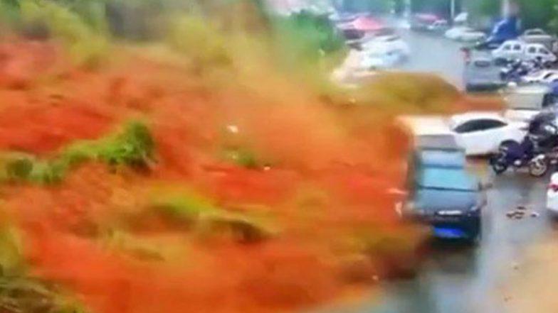 চিনে ভূমি ধসে ভেসে গেল পার্কিংলটের গাড়ি,  ভাইরাল ভিডিও