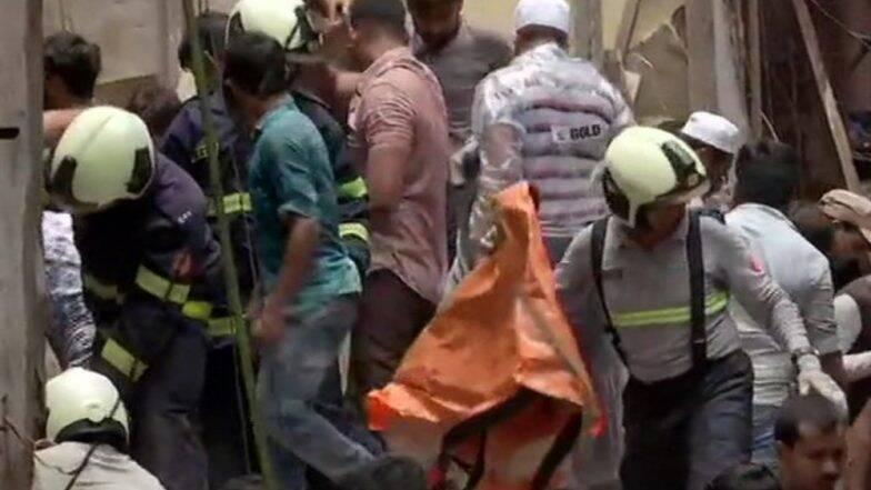 Mumbai Building Collapse: মুম্বইয়ের বহুতল ভাঙার ঘটনায় মৃতের সংখ্যা বেড়ে ১৪, কঠিন উদ্ধারকাজে মানববন্ধন হয়ে থাকল দেশের ঐক্যের প্রতীক