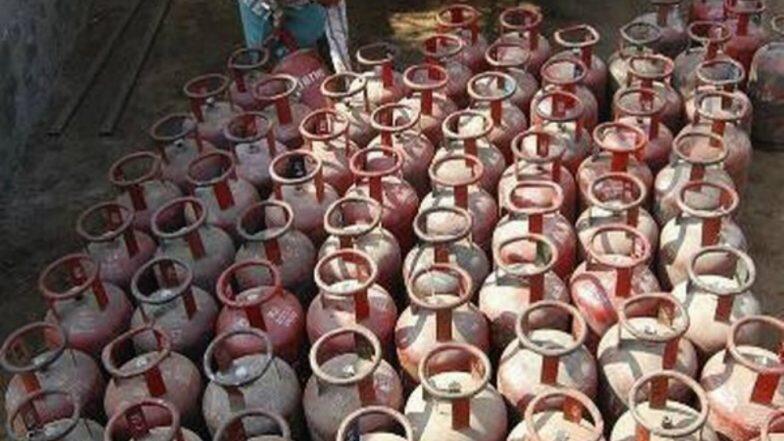 LPG Price Slashed: বাজেটের আগে মধ্যবিত্তের জন্য সুখবর, রান্নার গ্যাসের দাম কমল সিলিন্ডার প্রতি ১০০ টাকা