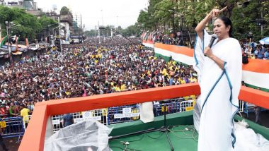 Mamata Banerjee Plays Khanjani: দার্জিলিংয়ে খঞ্জনি বাজিয়ে পথ হাঁটলেন মমতা ব্যানার্জি, 'ক্যা-ক্যা-ছি-ছি' বলল পাহাড়ও