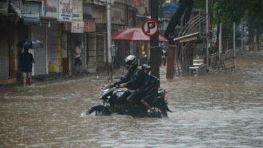 Mumbai Rain: অতি বর্ষণে বিপর্যস্ত মুম্বই, দেওয়াল ভেঙে মৃত ১৩, উদ্ধারে নামল নৌসেনা, সরকারি ছুটি ঘোষণা রাজ্যে