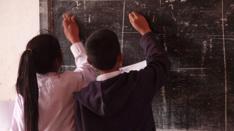 ক্লাসের মধ্যেই চলছে প্রেম, বাধ্য হয়ে ছাত্রছাত্রীদের পৃথক বসানোর সিদ্ধান্ত এই স্কুলে
