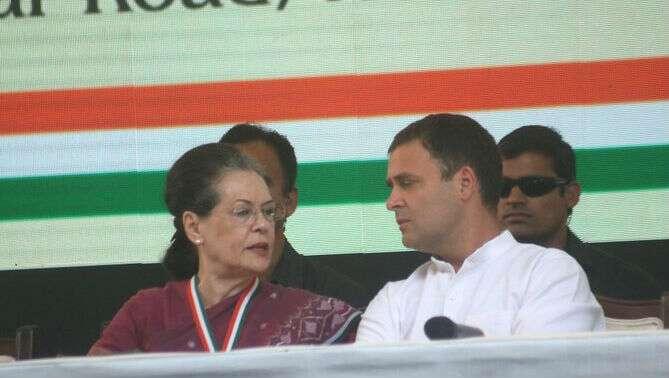 Congress: বৈঠক ছেড়ে বেরিয়ে গেলেন সোনিয়া-রাহুল গান্ধী, বাকি নেতারাই নতুন সভাপতি বাছবেন