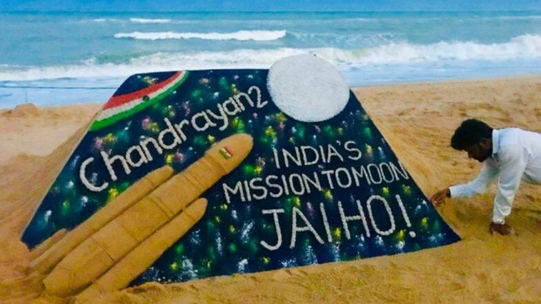 ISRO -কে শুভেচ্ছা জানিয়ে পুরীর বিচে 'চন্দ্রযান টু'-কে তুলে ধরলেন সুদর্শন পট্টনায়েক