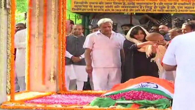 Sushma Swaraj Cremated: শেষযাত্রায় সুষমা স্বরাজের দেহ বহন করলেন বিজেপি-র যে শীর্ষ নেতারা