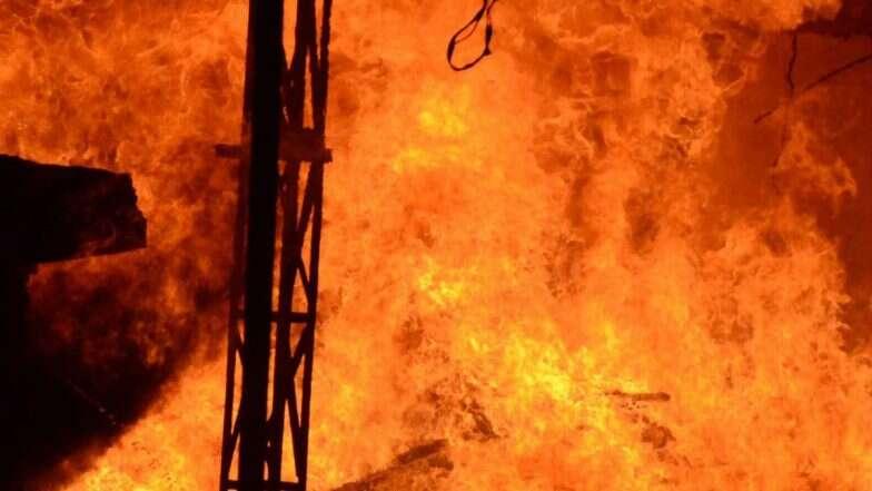 ঢাকা: ভয়াবহ অগ্নিকাণ্ডের পর মিরপুরে এখন দশ হাজার মানুষ ঘরছাড়া