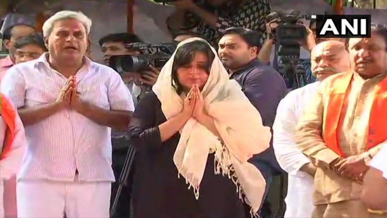 Sushma Swaraj Cremated: লোধী ঘাটে পূর্ণ রাষ্ট্রীয় মর্যাদায় শ্রীমতী স্বরাজের শেষকৃত্য, চোখের জলে শেষ বিদায়