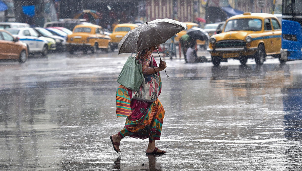 Weather Update: ভারী বৃষ্টি চলবে উত্তরের জেলাগুলিতে, আজও দক্ষিণবঙ্গে বজ্রবিদ্যুৎ-সহ বৃষ্টির পূর্বাভাস