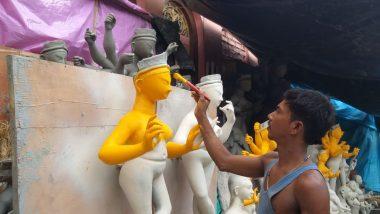 Durga Puja 2019: মা আসতে বাকি ১৪ দিন, কুমোরটুলিতে তৎপরতা তুঙ্গে; পড়েছে তুলির টান