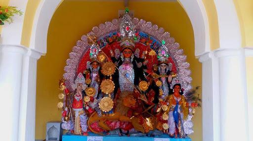 Durga Puja 2019: হেয়ার স্টাইল বদলাবেন মা দুর্গা, পরামর্শ নিতে বিউটিপার্লারে ছুটতে হল মৃৎশিল্পীদের