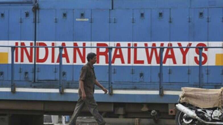 Indian Railway: ট্রেনে সিগারেট খাওয়াকে শাস্তিযোগ্য অপরাধের তালিকা থেকে বাদ দেওয়ার ভাবনা রেলমন্ত্রকের, বদলাচ্ছে একাধিক আইন