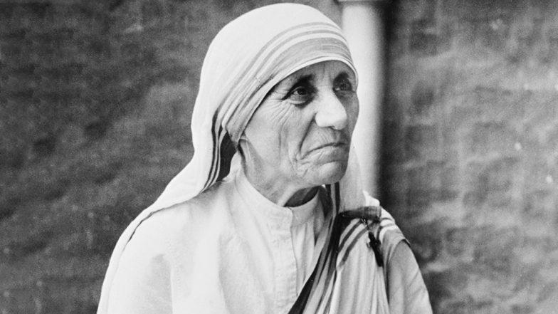 Mother Teresa 22nd Death Anniversary:  মাদার মায়ায় আজও আচ্ছন্ন কলকাতা, মমতা ব্যানার্জি থেকে আম জনতার শ্রদ্ধায় চলছে মাদার টেরিজা স্মরণ