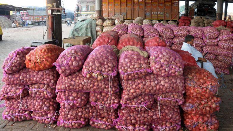 Onion Price Rise: দামের ঝাঁঝ নিয়ন্ত্রণে পেঁয়াজ রপ্তানিতে নিষেধাজ্ঞা চাপাল কেন্দ্রীয় সরকার