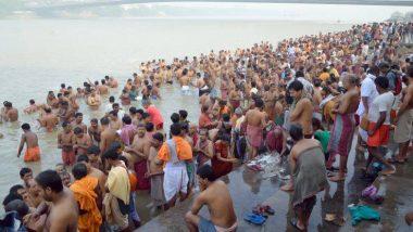 Mahalaya 2019: মহালয়ার শুভ সকালে ঘাটে- ঘাটে চলছে পিতৃতর্পণ, বীরেন্দ্র কৃষ্ণ ভদ্রের চন্ডীপাঠে সূচনা হল দেবীপক্ষের