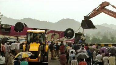 Gujarat Road Accident: গুজরাটে ভয়াবহ পথদুর্ঘটনা, যাত্রীবাহী বাস উল্টে  এখনও পর্যন্ত মৃতের সংখ্যা ২১