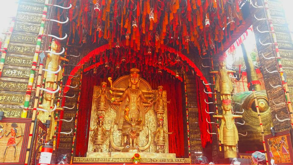 Durga Puja 2020: দুর্গাপুজোয় মণ্ডপসজ্জায় ঢালাও পরিবর্তন, কোথাও ড্রাইভ-ইন ধরে গাড়ি করে দেবীদর্শন আবার কোথাও দুর্গা থাকবেন ব্যাঙ্কোয়েটে