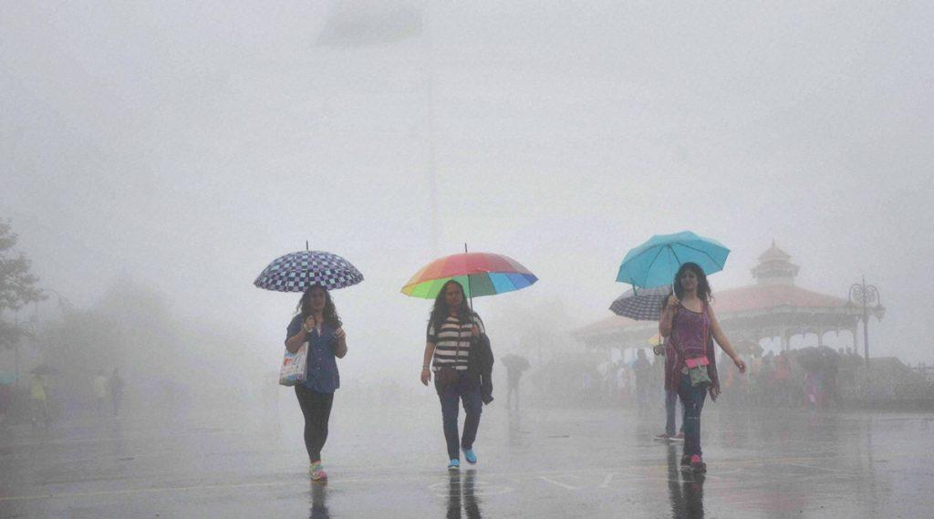Weather Update: ২৪ ঘণ্টায় আরও শক্তি বাড়াবে নিম্নচাপ, আজ ও কাল ভারী বৃষ্টির সর্তকতা