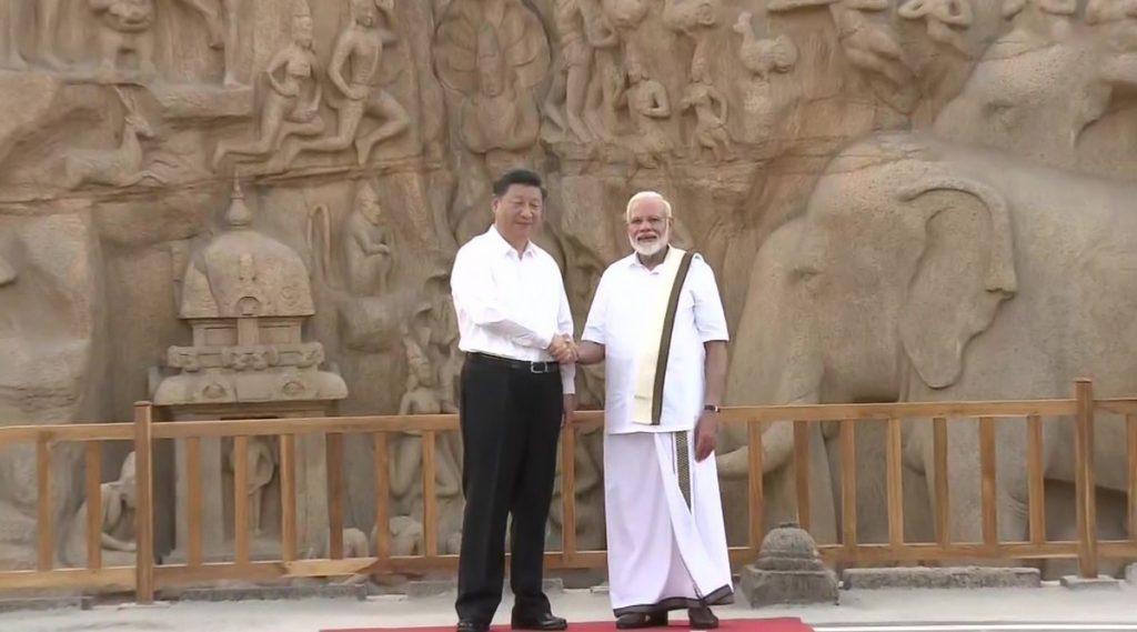 তামিল স্টাইলে ধুতি পরে শি জিনপিংকে মামাল্লাপুরম ঘুরিয়ে দেখালেন নরেন্দ্র মোদি