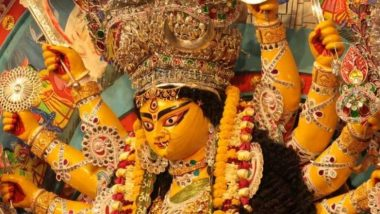 Durga Puja 2019: দুর্গাপুজোয় কলকাতা জুড়ে আঁটোসাঁটো নিরাপত্তা, আজ মহাষষ্ঠীর সকাল থেকেই মণ্ডপে ভিড় জমাচ্ছেন দর্শনার্থীরা
