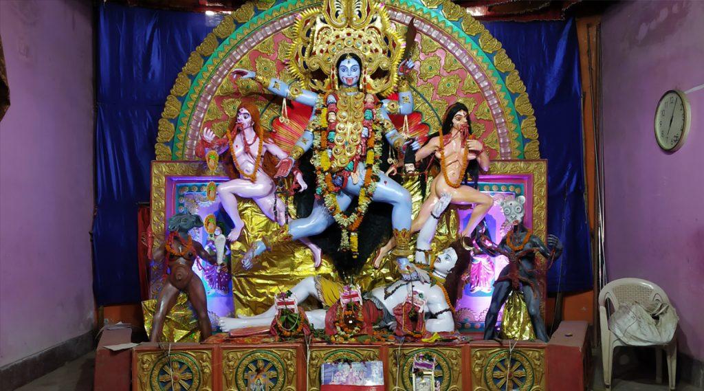 Kali Puja 2019: বিলিতি খড়্গ দিয়ে বলি হয় কলকাতার এই বনেদী বাড়িতে; বউবাজারের হালদার বাড়িতে তিনশো বছর ধরে পূজিতা হন মা কালী