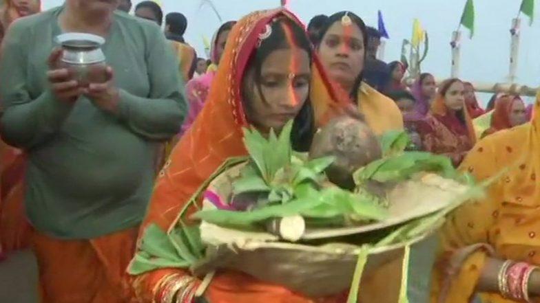 Chhath Puja 2019: রাজ্যজুড়ে ছটপুজো উদযাপন, কাকভোর থেকে সূর্য আরাধনায় পুণ্যার্থীদের ভিড় ঘাটে ঘাটে
