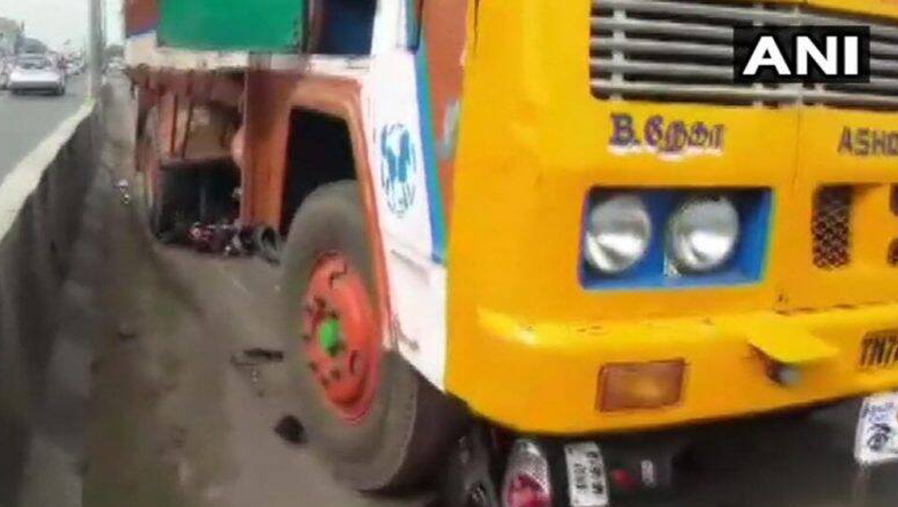Coimbatore Woman injured by Flagpole: এআইএডিএমকে-র পতাকার পতন থেকে বাঁচতে গিয়ে বেপরোয়া লরির ধাক্কা, কোনওরকমে প্রাণে বাঁচলেন তরুণী
