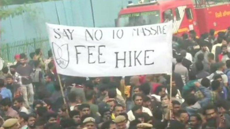 JNU Fee Hike Protest: ফি বৃদ্ধির প্রতিবাদে উত্তাল JNU, উপ-রাষ্ট্রপতি ভেঙ্কাইয়া নায়ডু উপস্থিত থাকাকালীনই ছাত্র- পুলিশ সংঘর্ষে রনক্ষেত্রের চেহারা নিল ক্যাম্পাস