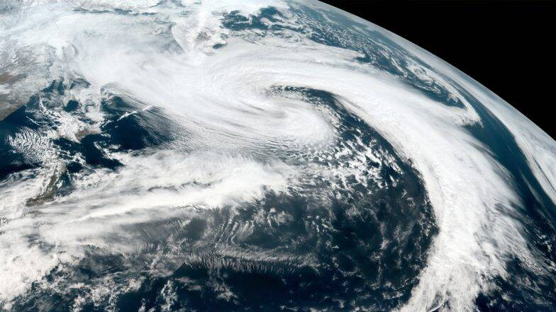 Super Cyclone Amphan: ধেয়ে আসছে সুপার আম্ফান ঘূর্ণিঝড়, প্রবল বৃষ্টি শুরু নামখানা, কাকদ্বীপে; কলকাতায় মেঘলা আকাশ