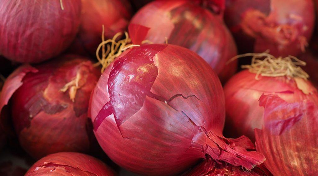 Friends Gifted Onion For Wedding: বন্ধুর বিয়েতে নববধূকে পাঁচ কেজি পেঁয়াজ উপহার দিল বন্ধুরা