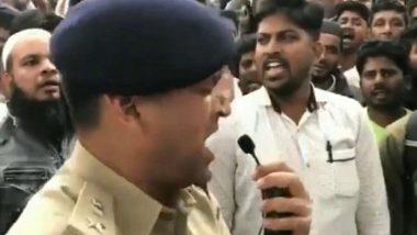 Bengaluru DCP Chetan Singh: সিএএ বিরোধী বিক্ষোভ বন্ধ করতে জাতীয় সংগীত গাইলেন বেঙ্গালুরুর ডিসিপি(দেখুন ভিডিও)