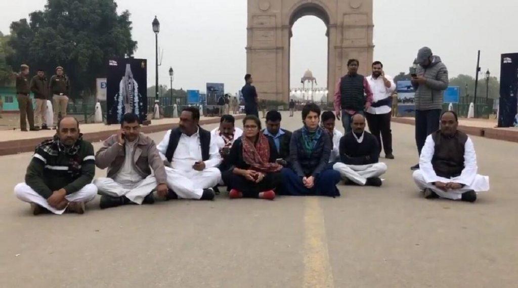 Priyanka Gandhi Protest at India Gate: জামিয়াকাণ্ডে ইন্ডিয়া গেটে ধরনায় বসলেন প্রিয়াঙ্কা গান্ধি বঢরা