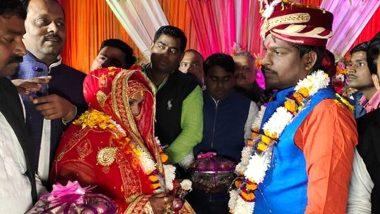 Varanasi: ফুল নয়, পেঁয়াজ-রসুনের মালায় মালাবদল করলেন বর-কনে!