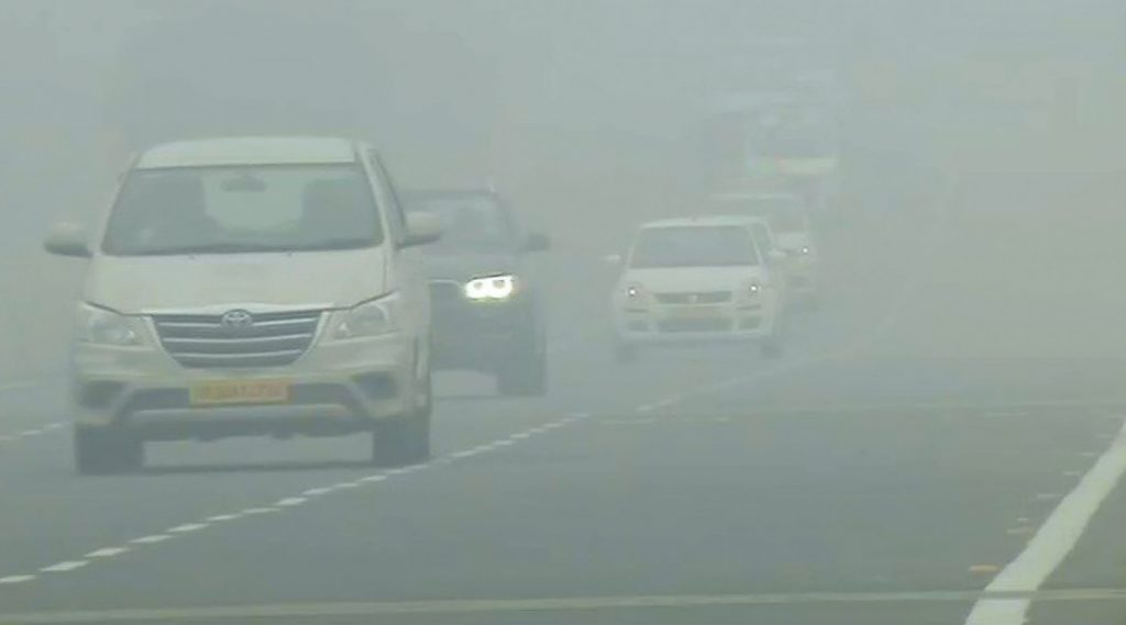 Dense Fog Blankets In Delhi: ঠান্ডায় জবুথবু রাজধানী, কুয়াশার কারণে কলকাতা ও দিল্লি বিমানবন্দর থেকে বাতিল একাধিক বিমান