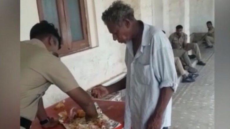 Kerala Police Officer Shares Food With Man: বনধের দিনে ভবঘুরের সঙ্গে খাবার ভাগ করে নিচ্ছেন পুলিশকর্মী, ভাইরাল ভিডিও
