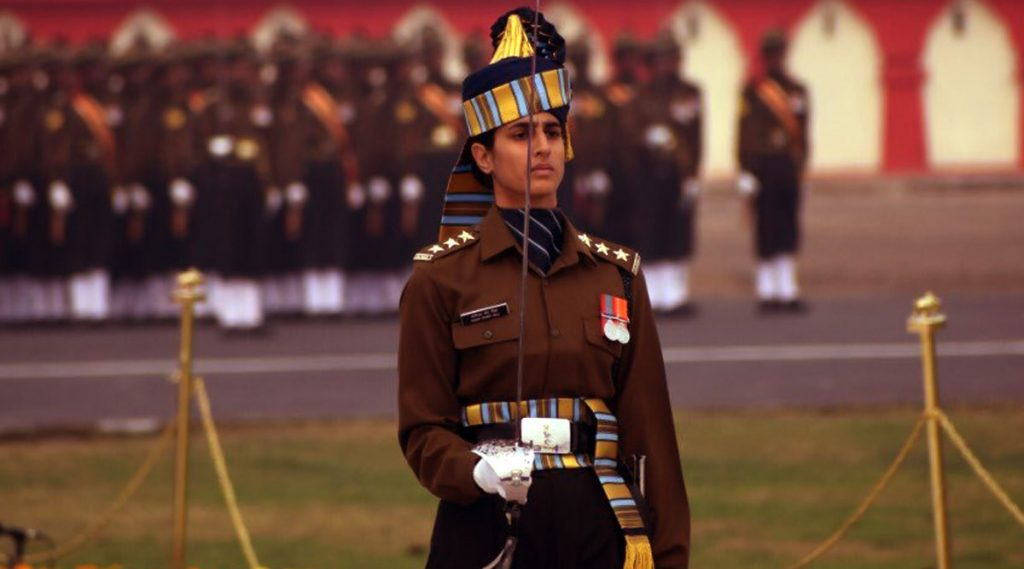 Army Day 2020: সেনা দিবসের কুচকাওয়াজে এই প্রথম পুরুষ বাহিনীর নেতৃত্ব দিয়ে নজির গড়লেন মহিলা ক্যাপ্টেন তানিয়া শেরগিল