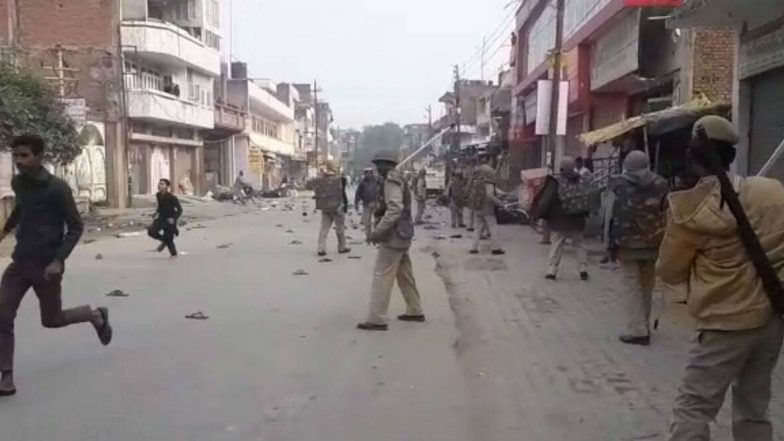 Uttar Pradesh: এটাওয়াহতে সিএএ বিরোধী মহিলা প্রতিবাদীদের তাড়া করে মার উত্তরপ্রদেশ পুলিশের