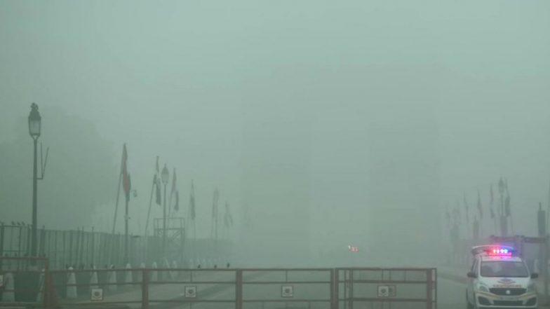 Delhi: ঘন কুয়াশায় মুড়েছে রাজধানী, পারদ নামল ৭ ডিগ্রিতে