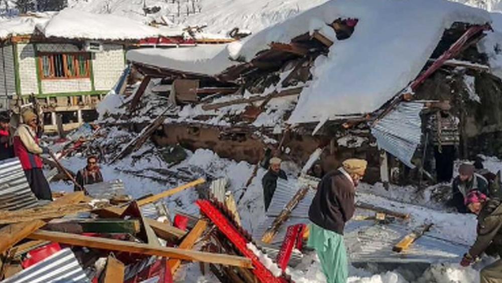 Avalanches In PoK: পাক অধিকৃত কাশ্মীরে ভয়াবহ তুষারধস, ১৮ ঘণ্টা চাপা পড়েও প্রাণে বাঁচল নাবালিকা