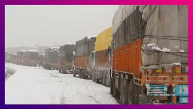 Jammu & Kashmir Snowfall: লাগাতার তুষারপাতে বরফের চাদরে ঢেকেছে জম্মু কাশ্মীর, হটকেকের মত বিকোচ্ছে পশমের জুতো
