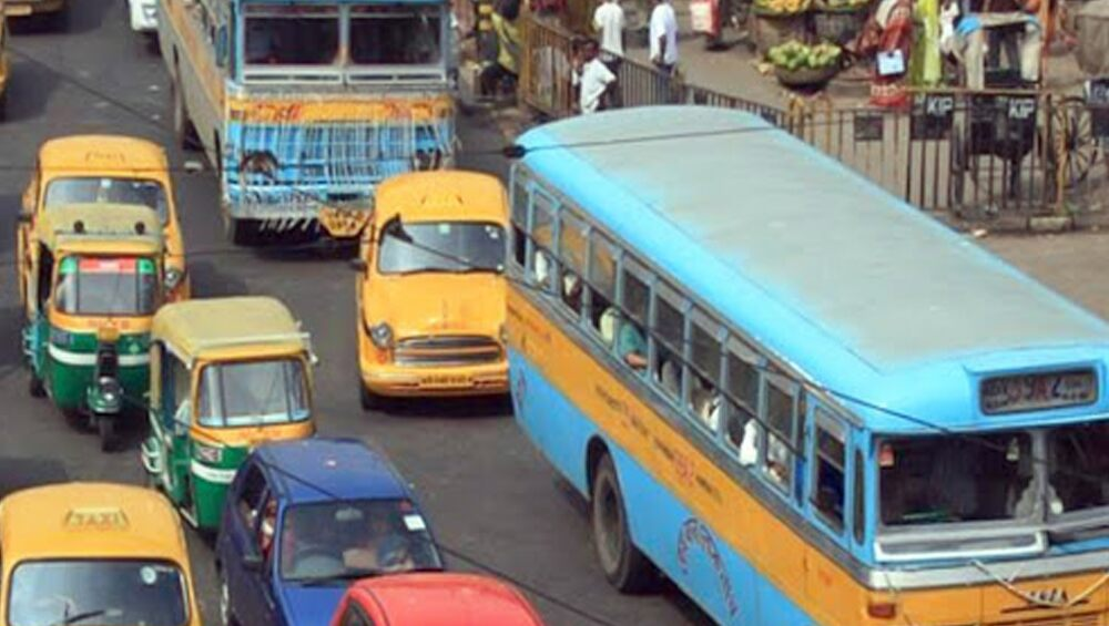 Bus Services: বুধবার থেকে শহর কলকাতায় চলবে বাস, ক্যাব