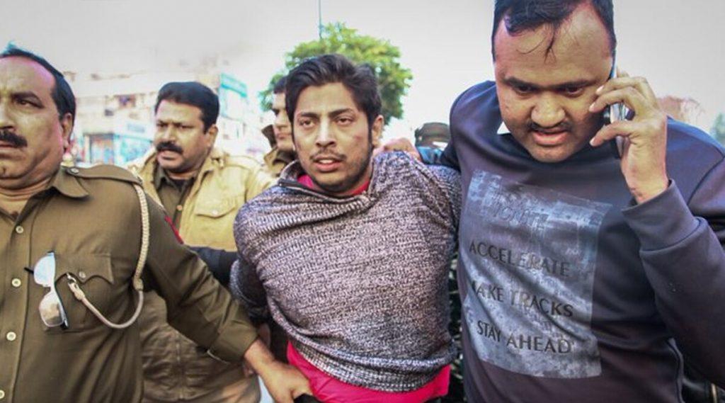 Shaheen Bagh Shooting: জামিয়ার পর এবার শাহিন বাগ! ভিড় লক্ষ্য করে সিএএ বিরোধীদের উপর গুলি চালালো যুবক
