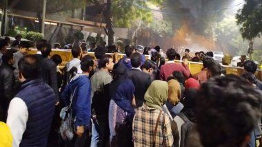 Jamia Students Protest Near CM's House: দিল্লি সংঘর্ষের জেরে মুখ্যমন্ত্রী অরবিন্দ কেজরিওয়ালের বাড়ি ঘেরাও জামিয়া মিলিয়ার ছাত্রছাত্রীদের, জলকামান দিয়ে ছত্রভঙ্গ করে আটক করল পুলিশ