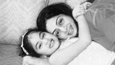 Janhvi Kapoor Shares A Throwback Picture With Sridevi: শ্রীদেবীর দ্বিতীয় মৃত্যুবার্ষিকীতে মায়ের সঙ্গে ছবি শেয়ার করলেন জাহ্নবী কাপুর