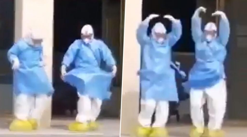 Viral: চিকিৎসকের পোশাকেই হাসপাতাল থেকে বেরিয়ে ব্যালে নাচ কাঁপিয়ে দিল ইন্টারনেট