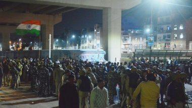 Delhi Violence: দিল্লিতে সিএএ বিরোধী ও সমর্থকদের সংঘর্ষে মৃতের সংখ্যা বেড়ে ৫